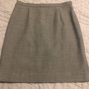 Talbots women's 14 petite b/w houndstooth skirt